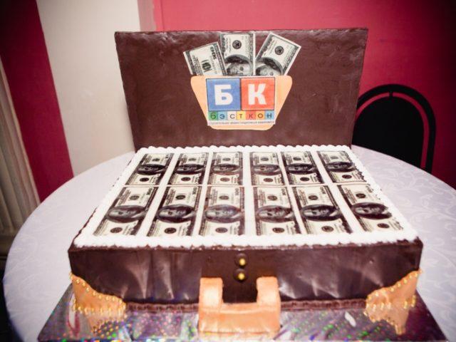 Торт на корпоратив в стиле Чикаго