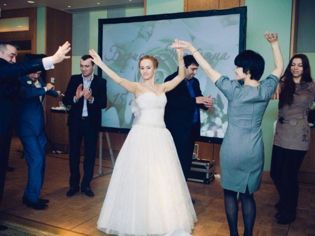 Национальные танцы на свадьбе