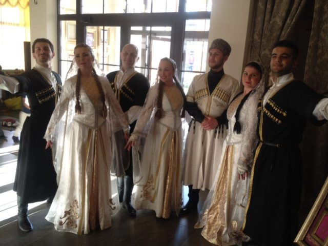 Кавказский ансамбль на свадьбе
