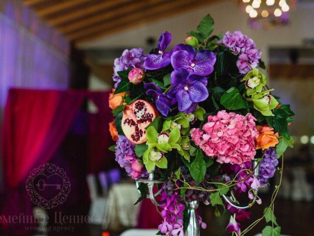 Флористическая композиция на свадьбе