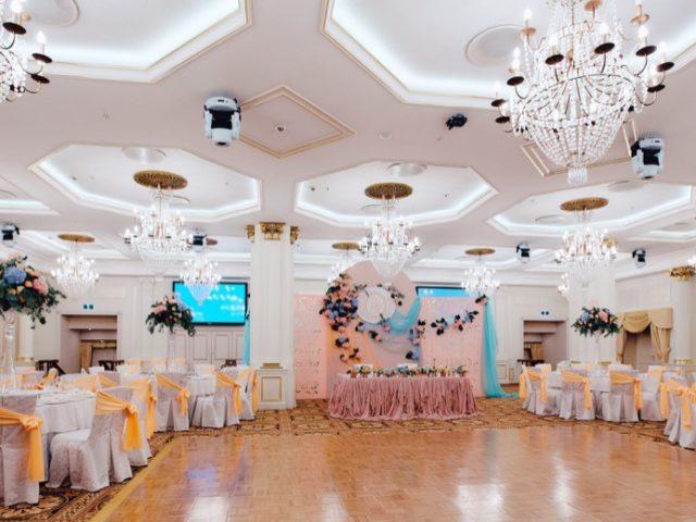 Бальный зал гостиницы Украина