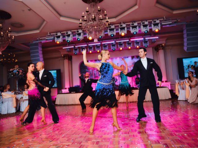 Выступление шоу-балета на свадьбе
