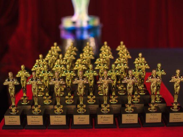 Статуэтки Оскар на свадьбе