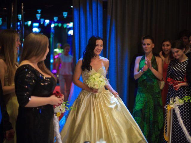 Появление невесты на месте проведения регистрации