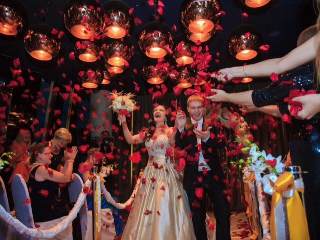 Красивый момент на свадьбе