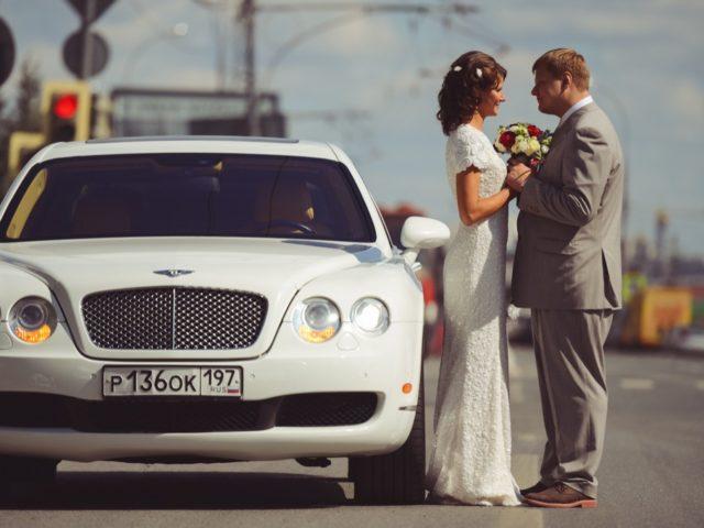 Автомобиль Bentley на свадьбе