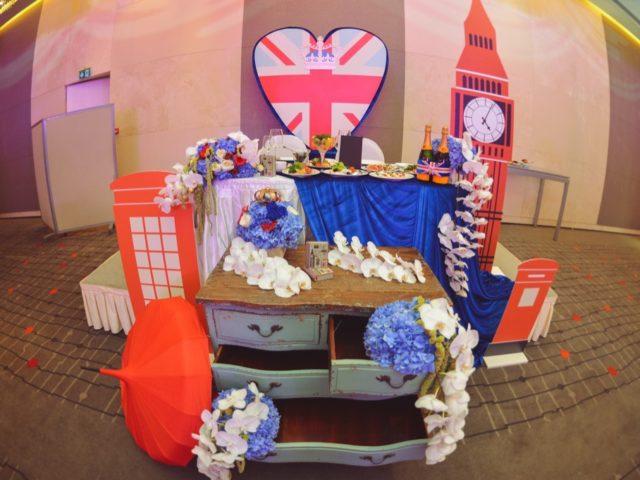 Президиум молодожёнов на британской свадьбе