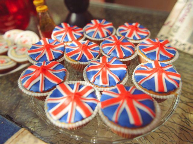 Вкусняшки с британским флагом