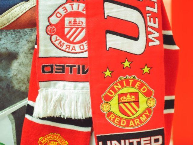 Футбольные шарфы в декоре