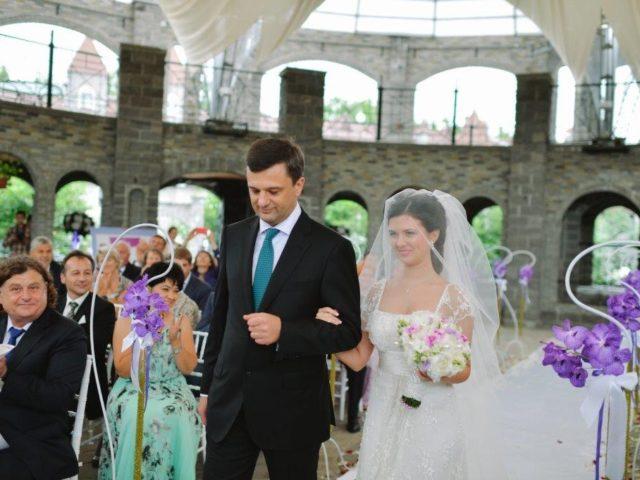 Папа с невестой в Колизее