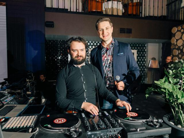Ведущий Роман Акимов и DJ