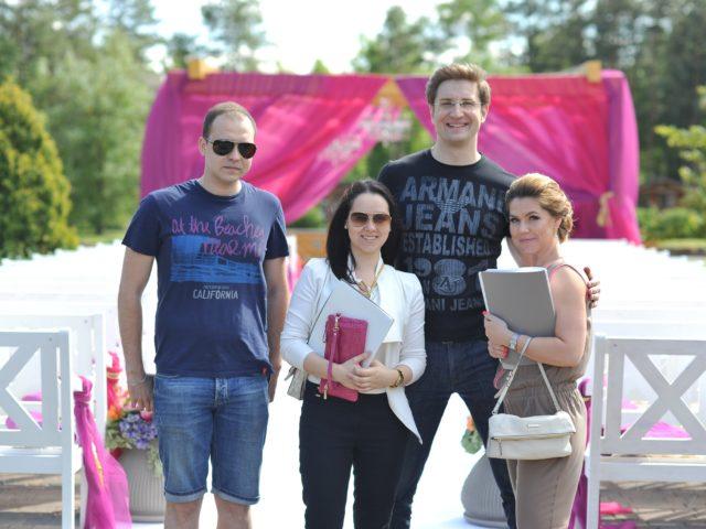 Перед свадьбой агентства Семейные Ценности. Справа - Юлия Антонова.