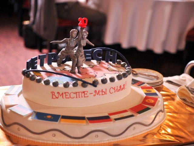 Торт на 20 лет компании