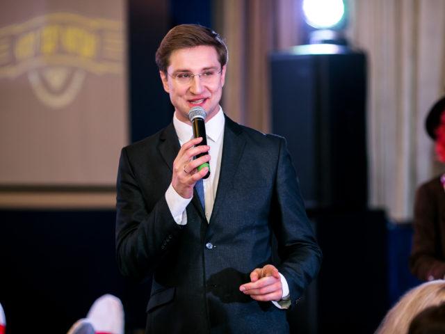 Роман Акимов - ведущий на Юбилей компании