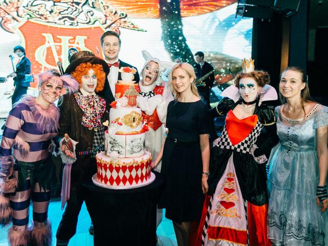 Новогодняя вечеринка в стиле Алиса в стране чудес