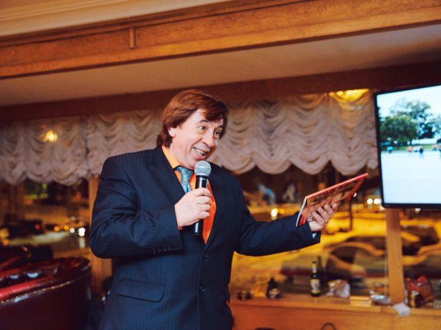 Лёна Голубков поздравляет Юбиляра