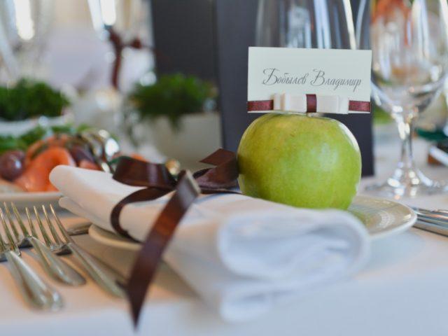 Яблоки в праздничном декоре
