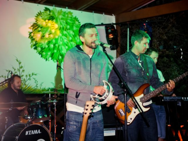 Группа Uma2rmaH на празднике