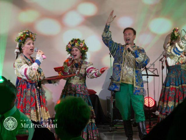 Выступление фольклорного коллектива