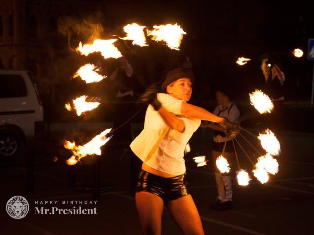 Огненное шоу на улице