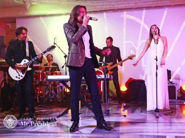 Поёт народный артист РФ Дмитрий Маликов