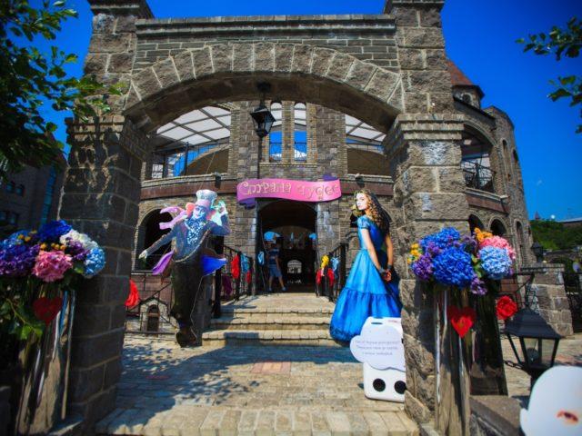 Свадьба в стилистике Алиса в Стране Чудес