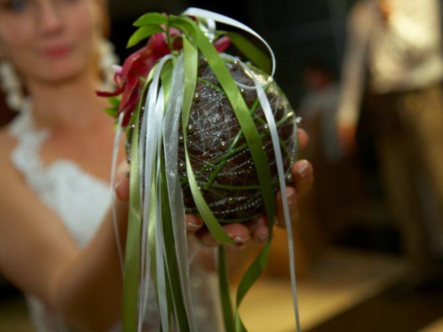 Букет невесты в виде кокосового ореха