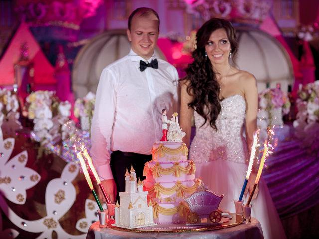 Торт на тематической свадьбе Золушка
