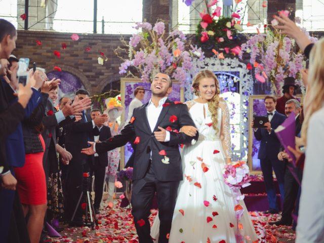 Молодожёны после регистрации брака в Немчиновка парк отеле
