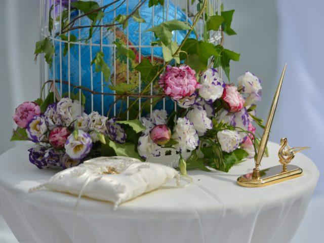 Тематическое оформление стойки для проведения регистрации брака