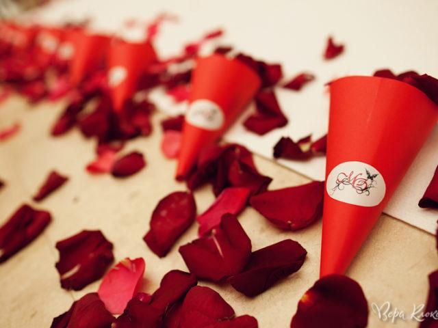 Лепестки роз для гостей