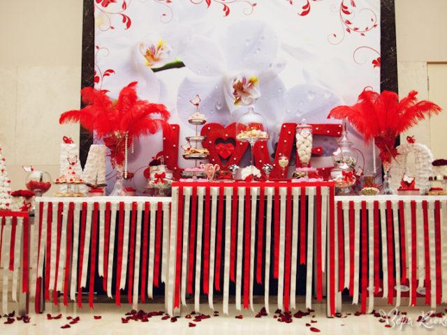 Сладкий стол на красной свадьбе