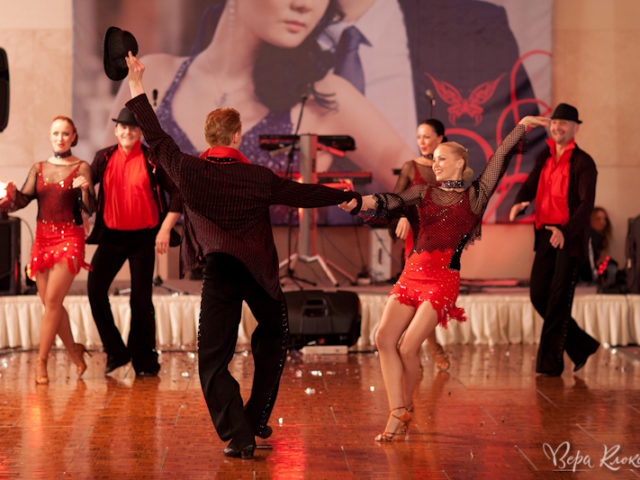 Зажигательный танец на Красной свадьбе