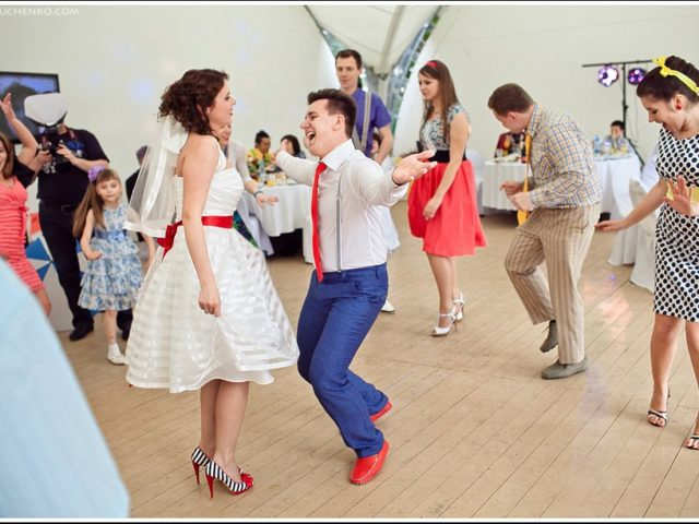 Молодожёны зажигают на танцполе