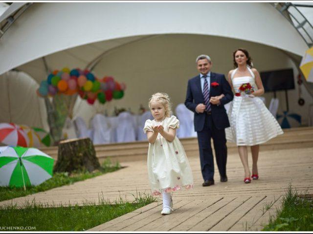 Появление невесты с папой на регистрации