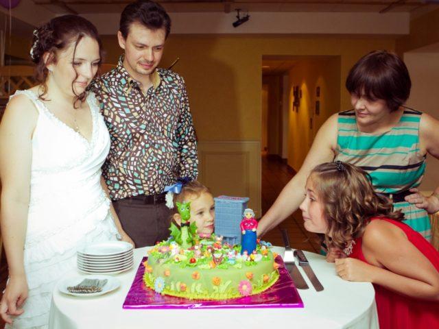 Торт на свадьбе по роману Стругацких
