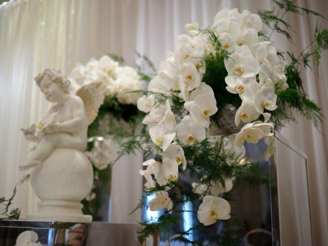 Белые орхидеи Ванда в декоре