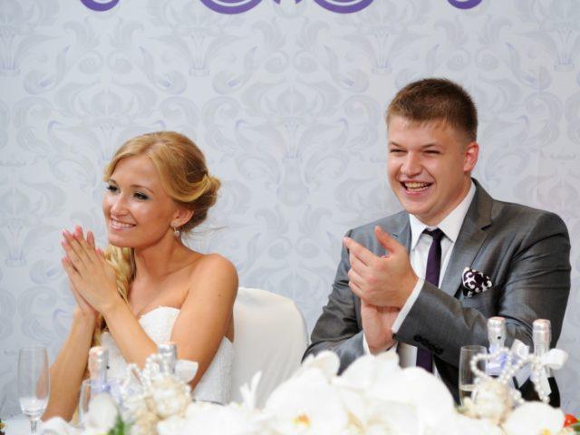 Молодожёны на белой свадьбе