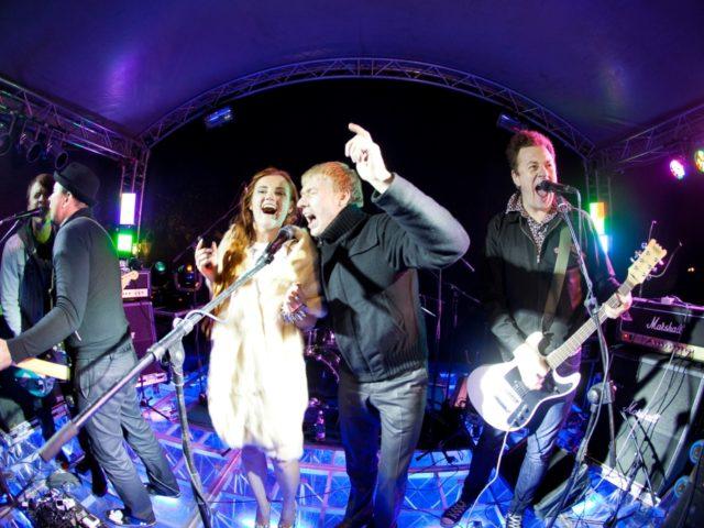 Невеста и группа Тараканы на рок свадьбе