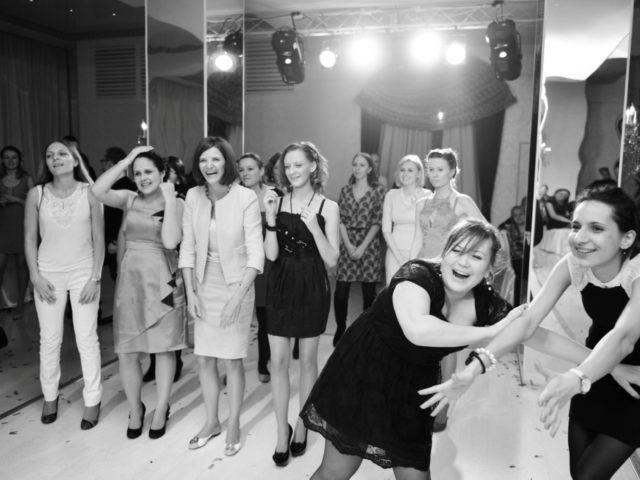 Борьба за букет невесты в ресторане Колесо времени