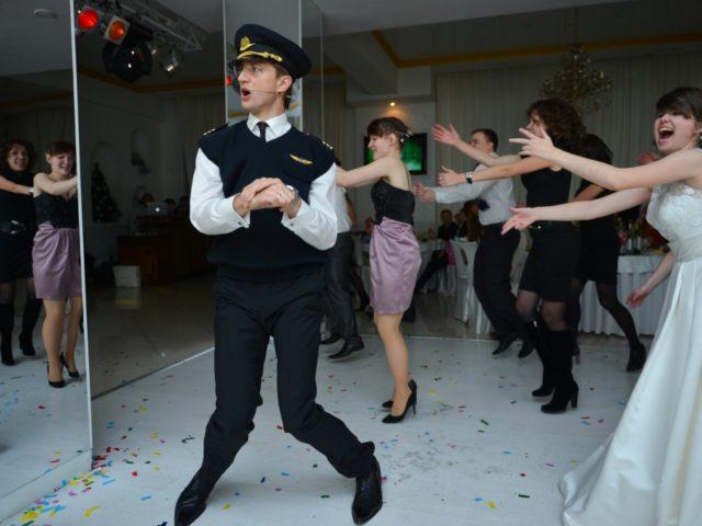 Ведущий не выдержал и присоединился к флешмобу Gangnam Style
