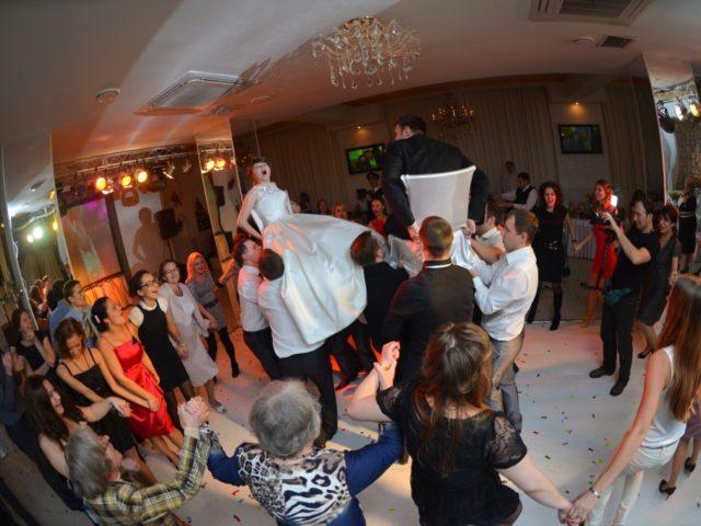 Еврейская свадебная традиция на тематической свадьбе