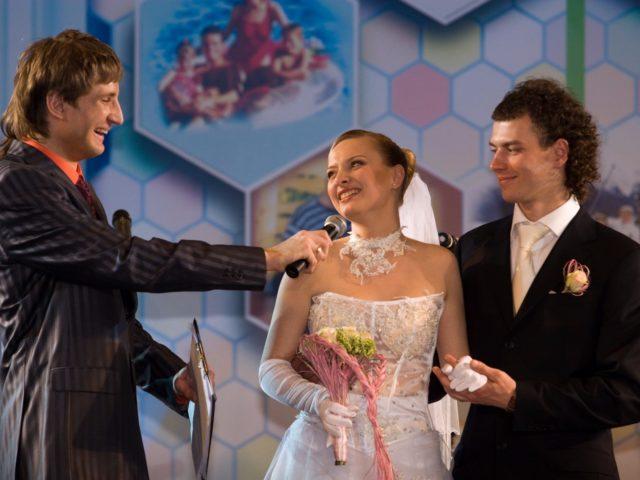 Роман Акимов ведущий свадебной акции в Манеже