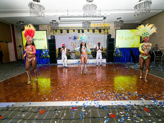 Выступление бразильского шоу на празднике