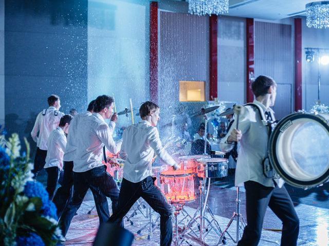 Шоу барабанщиков на мероприятии