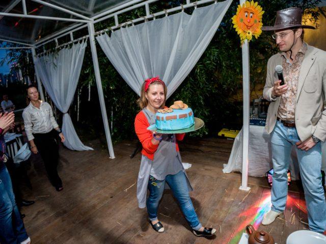 Вынос торта в стиле Дикого Запада