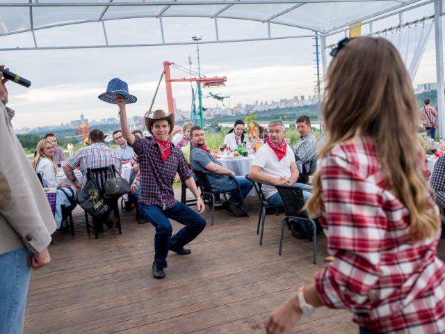Ковбойские конкурсы в кафе Среда