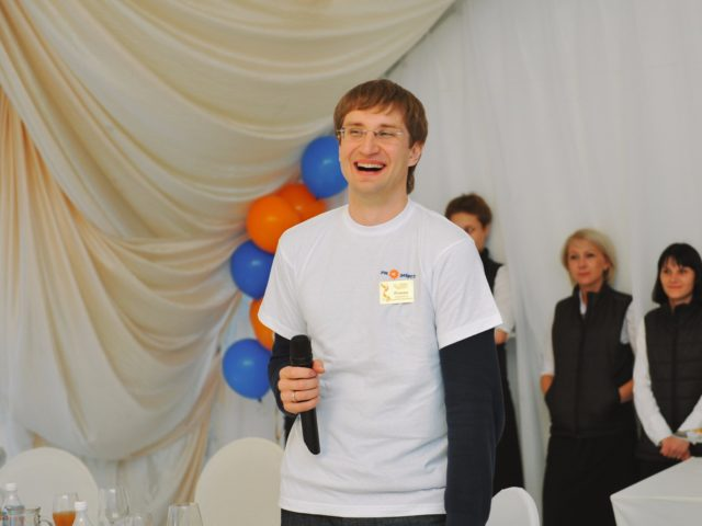 Ведущий летнего тимбилдинга Роман Акимов