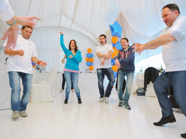 Танцевальный конкурс в шатре