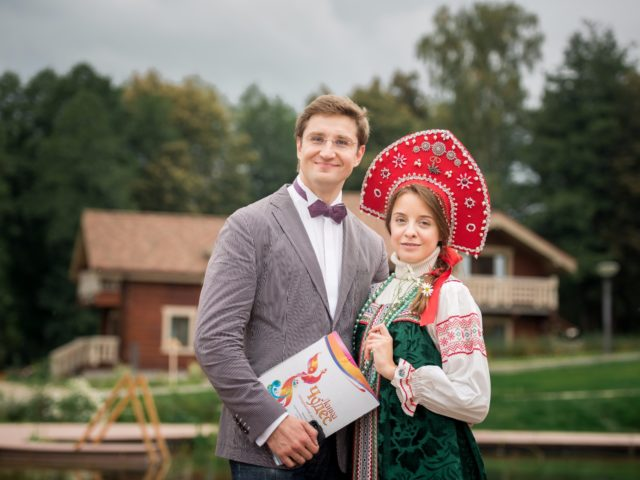 Ведущий квеста Роман Акимов и сестрица Алёнушка...